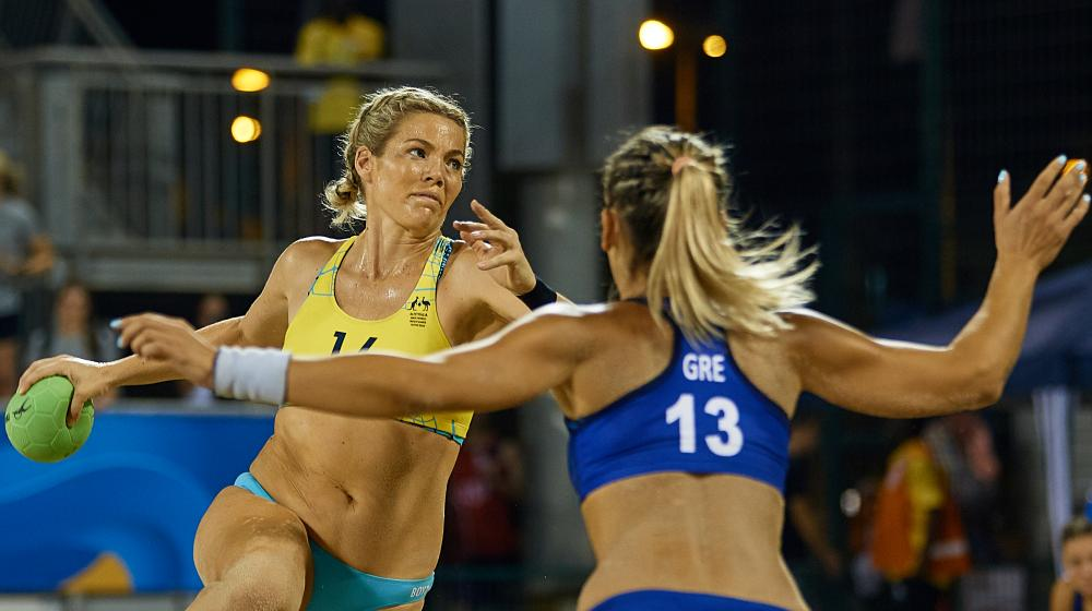 Rosa Boyd playing beach handball